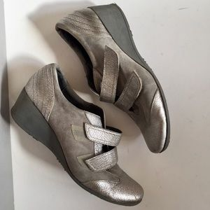 Grey leather sneakers Italy pointy wedge silvery